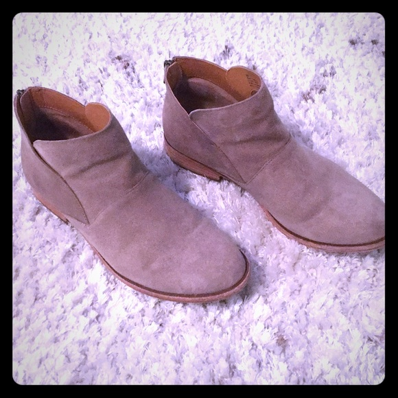 ef237e40225 KORK-EASE Ryder Taupe Suede Booties